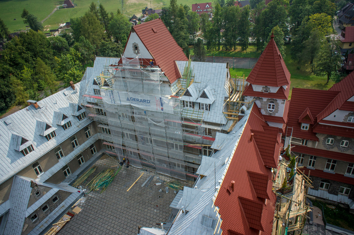Heritage Spanish red, Poland, Zakopane hospital